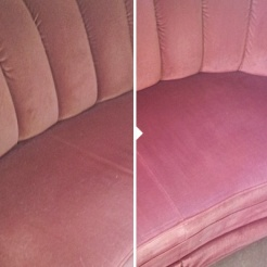 """""""Empiirinen sohva"""" ei pelkästään tullut puhtaaksi vai paljasti olevansa aivan eri sävyä. Muutos pölyisestä vaaleanpunaisesta herkulliseen vadelmanpunaiseen. Kuvat on otettu eri päiväaikoina, mutta sävymuutos on todellinen… hurjaa!"""